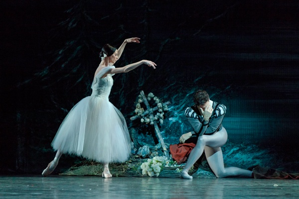 Giselle (Greta Hodgkinson) and Albrecht (Guillaume Côté) | Credit: Aleksandar Antonijevic & The National Ballet of Canada